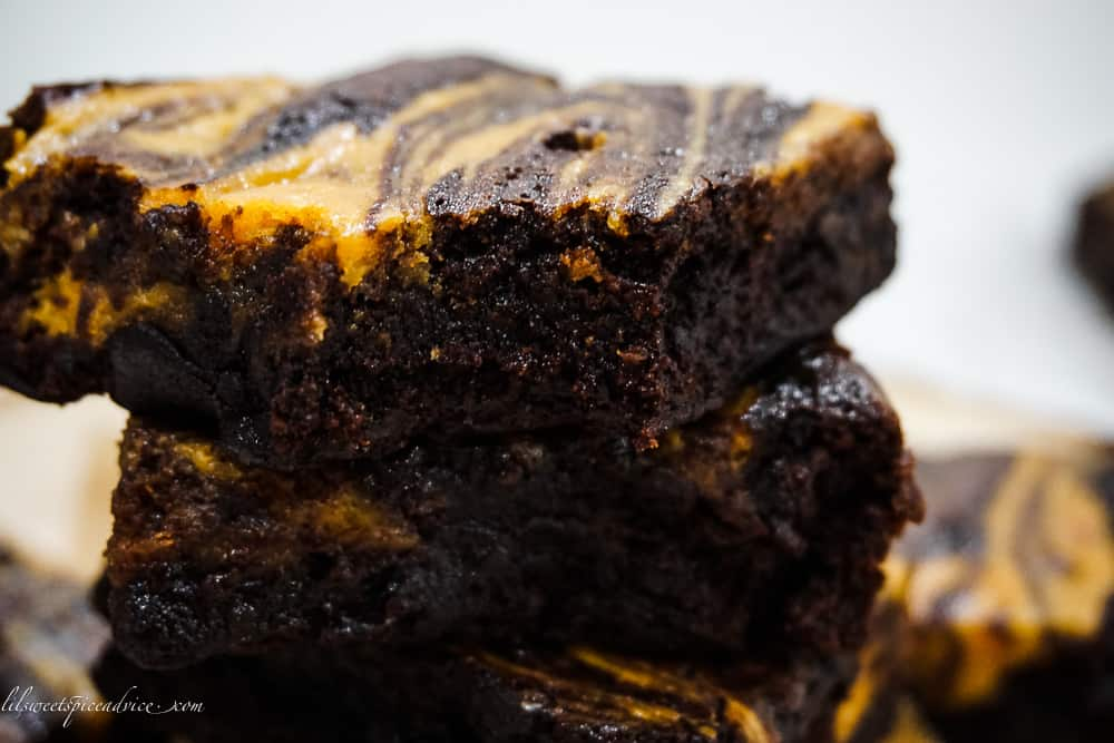 Gluten-Free Marbled Sweet Potato Brownies -- These super fudgy and moist gluten-free marbled sweet potato brownies taste like the holiday season. Your holiday table deserves these gluten-free brownies! -- lilsweetspiceadvice.com #glutenfreebrownies #gffudgebrownies #sweetpotatobrownies #fudgebrownies