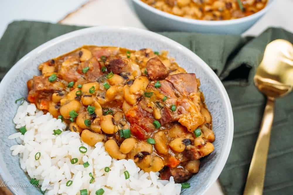 Instant Pot Hoppin' John -- These are the creamiest, full-bodied, and spicy Instant Pot Hoppin' John recipe you're ever going to try. It's a quick, easy, and super flavorful recipe sure to please the entire family while bringing in the New Year. -- lilsweetspiceadvice.com #hoppinjohn #newyeardish #instantpotrecipes #instantpothoppinjohn